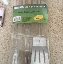 Barbecue set of spatulas and tongs