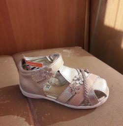 Золотые сандалики