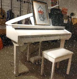 Рояль цифровой белый новый в наличии