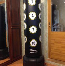 Η μηχανή άσκησης για την αποφυγή των χτυπήματος του Demix Karate Tube