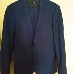 Modern men's suit
