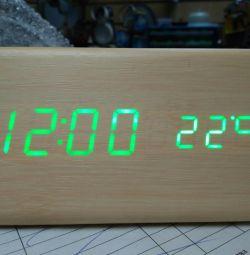 Ηλεκτρονικό ρολόι LED VST Αγ. Πετρούπολη στην Αγία Πετρούπολη
