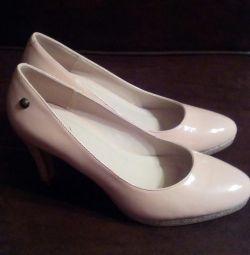 Нові туфлі Mio