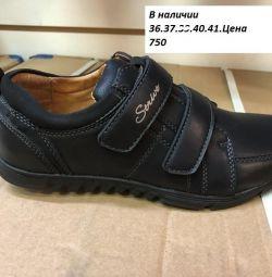 Pantofi pentru adolescenți