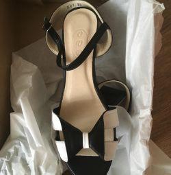 Yeni sandaletler, takas, pazarlık