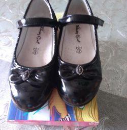 Παπούτσια μεγέθους 28,19cm