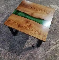 Журнальний столик з дерева і епоксидної смоли