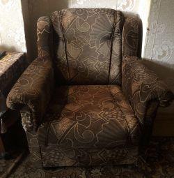 Kanepe ve iki sandalye