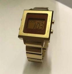 Стильные часы Axcent