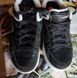 Τα πάνινα παπούτσια Heelys είναι παιδικά