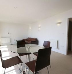 DE VÂNZARE 2 BEDROOM FLAT WITH BALCONY, FURNISHED IN NEUTRON TOWER 6, BLACKWALL WAY Londra, Middlesex
