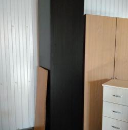 Χρησιμοποιημένη ντουλάπα