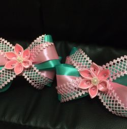 Mint bows on rubber bands