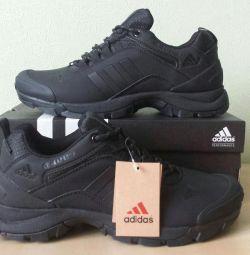 Кроссовки Adidas Climaproof Новые
