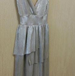 Платье из золотой ткани