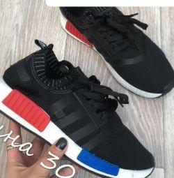 Кросівки чорні 40