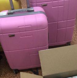 Η βαλίτσα είναι μεγάλη.