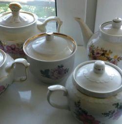 Teapots, sugar bowl, plates