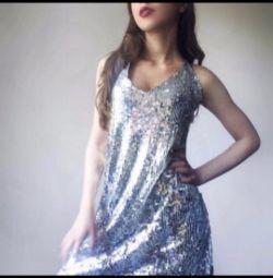 Payetler gelen elbise