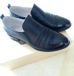 Pantofi noi.