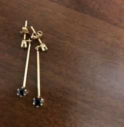Gold earrings with diamonds and sapphire