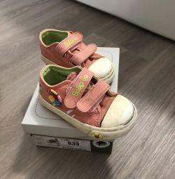 Παπούτσια πάνινα παπούτσια σανδάλια δίνουν