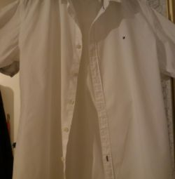 Brand shirt, classic. Suitable for school.