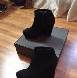 Winter boots on the wedge CorsoComo