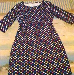 Το φόρεμα είναι πλεκτό, μέγεθος 54-56