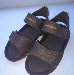 Сандалі / сланці / пляжне взуття