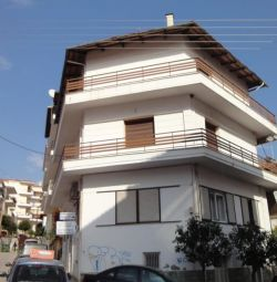 A 2-level maisonette (5 rooms, 1 bathroom), with a