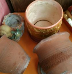 Pots for flowers ceramics and 2 clay.