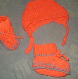 Set of hat and booties new