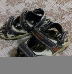 Sandale pentru un băiat