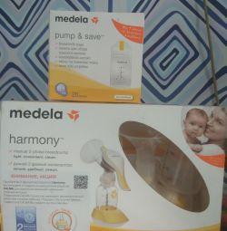 Medela breast pump + milk bags