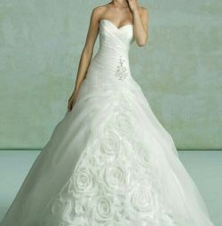 Свадебное платье с цветами Kitty Chen
