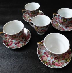salate, boluri de hering, perechi de ceai