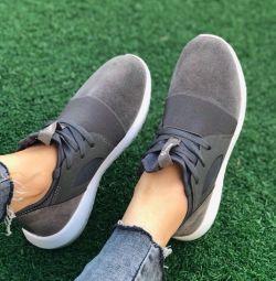 Pantofi noi, eleganți
