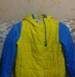 Яркая осенняя куртка