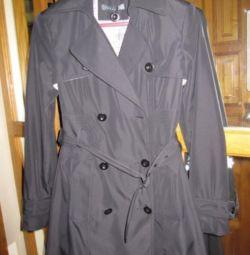 Women's raincoat. New.
