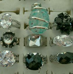 Rings with cubic zirconias and crystal 9 types