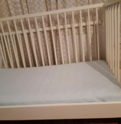 Crib (almost new)