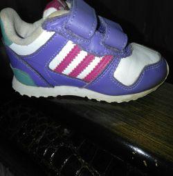 Красовки і туфлі