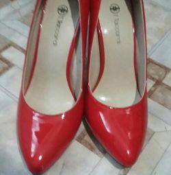 Туфли красные лак р.36-37 новые