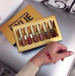 ?Set matt liquid lipstick Kylie Birthday