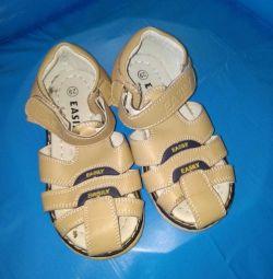 Sandale ușor