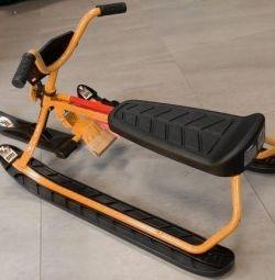 Snow scooter cu bicicleta. mânere și reg. scaun nou