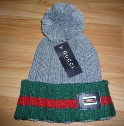 Cap women with the logo GUCCI
