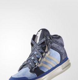 Adidași Adidas Stella McCartney Sport Irana.
