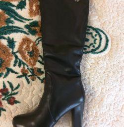 Οι μπότες είναι καινούριες !!!